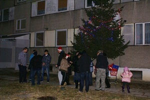 Mieszkańcy bloku Jachowskiego 14 połamali się opłatkiem