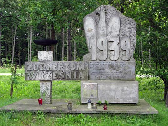 Pomnik Żołnierzy Września 1939r. - jedno z ważniejszych miejsc pamięci związane z wojną obronną we wrześniu 1939 r.