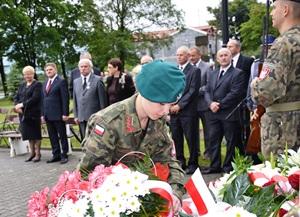W hołdzie Bohaterom Narodu Polskiego