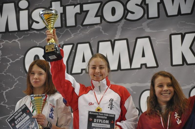 Sylwia Szymkiewicz z Szydłowca mistrzynią Polski w karate!