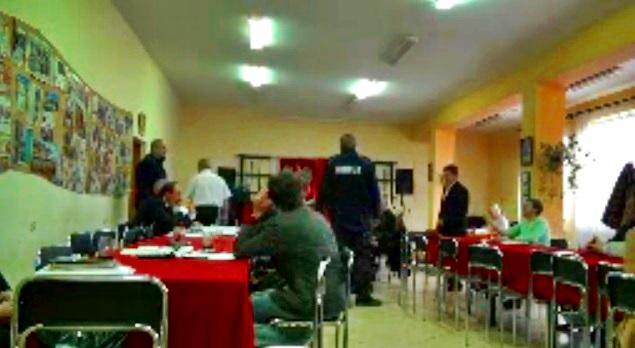 Radny usunięty przez policję z sesji rady gminy