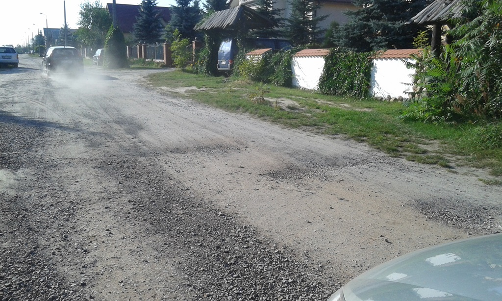 Mieszkańcy kolejnej ulicy skarżą się na szydłowieckich włodarzy