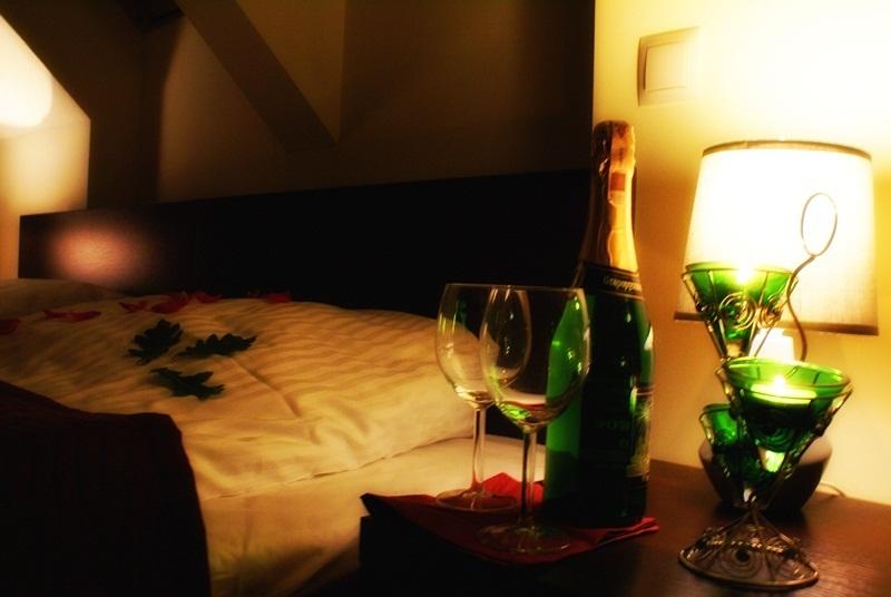 """Weekend we dwoje w Hotelu """"Pod Dębem""""?"""