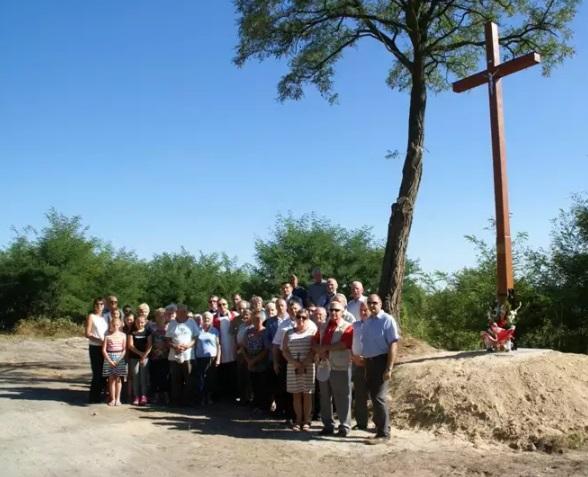 Nowy krzyż na ulicy Piaskowej