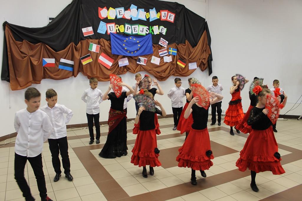"""""""Tańczyć każdy może…"""" – taneczne wędrówki po Europie"""