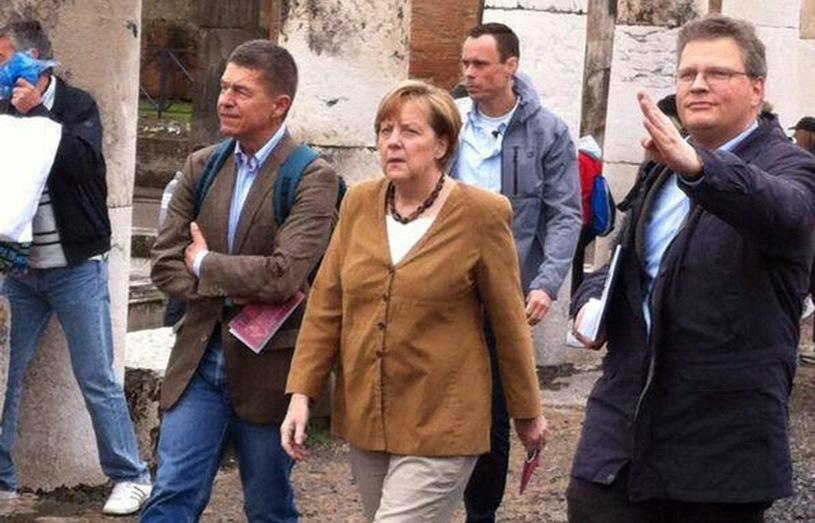"""Zdjęcia z urlopu Angeli Merkel hitem internetu. """"Podczas wakacji każdy ma prawo do odrobiny luzu"""""""