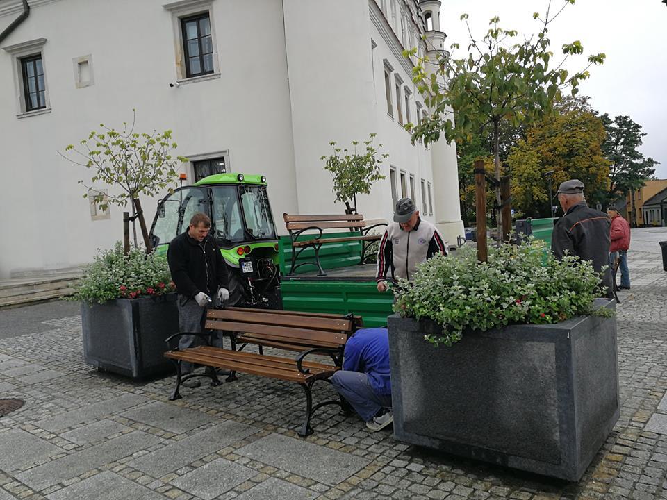 Ławki na szydłowieckim rynku zostały odnowione