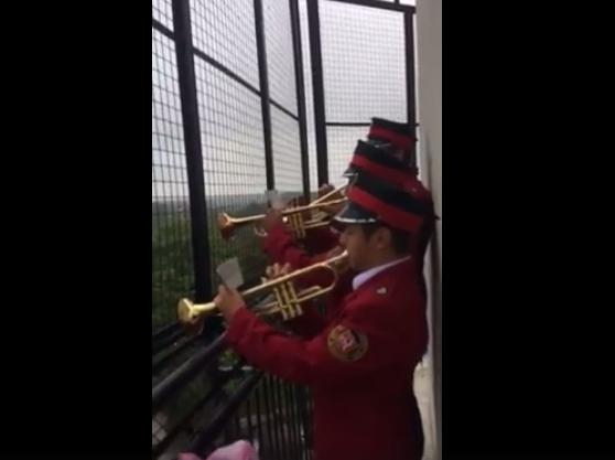 Miejska Orkiestra Dęta odgrywa Hejnał