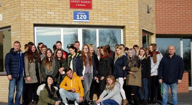 Uczniowie z ZS im. KOP w Areszcie Śledczym w Radomiu