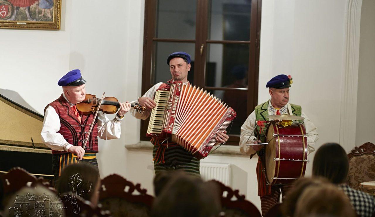 Niecodzienny turniej skrzypków w szydłowieckim muzeum