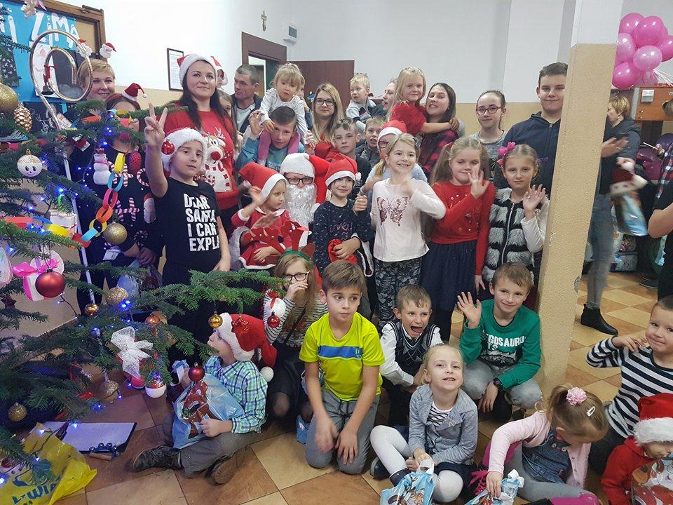 W Sadku dzieci rysowały portret świętego Mikołaja