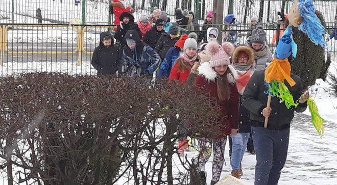 Dzieci w Sadku również przeganiały zimę