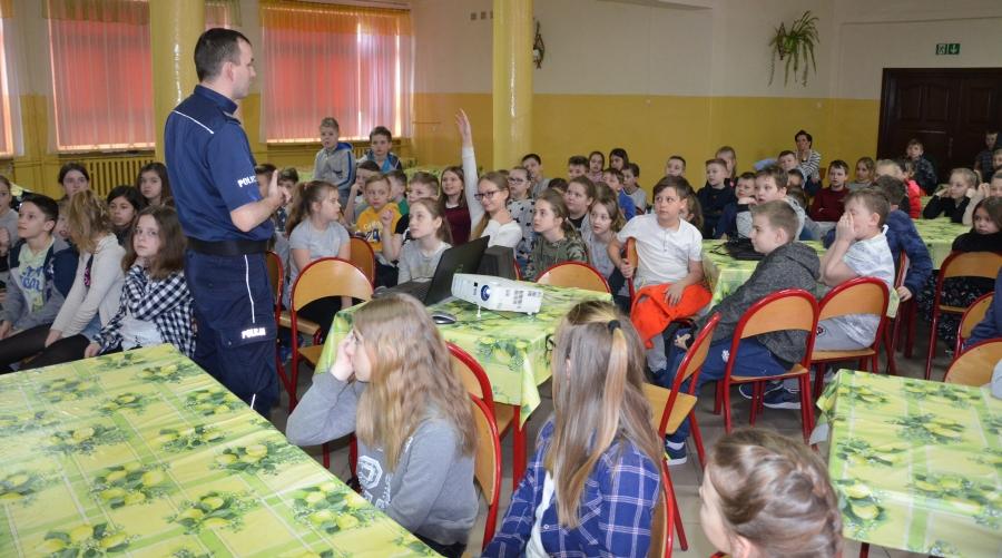 Z uczniami o bezpieczeństwie i wypalaniu traw