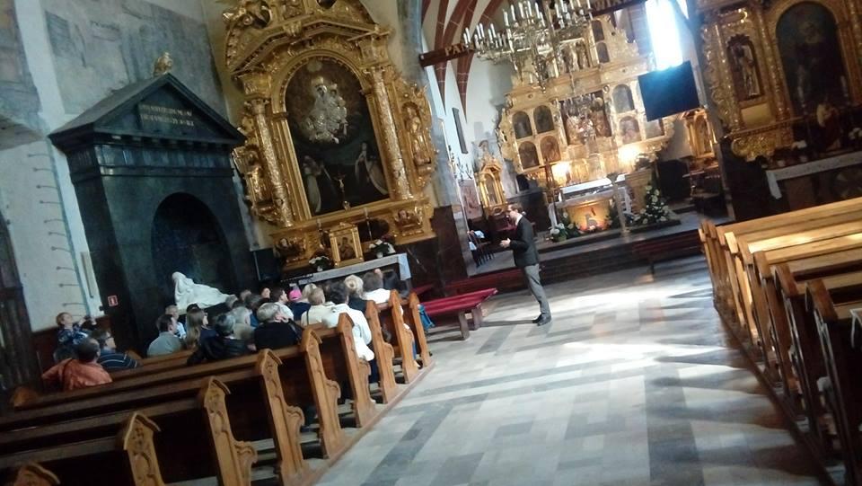 """""""Cudze chwalicie, swego nie znacie"""" – mieszkańcy zwiedzali kościół św. Zygmunta"""