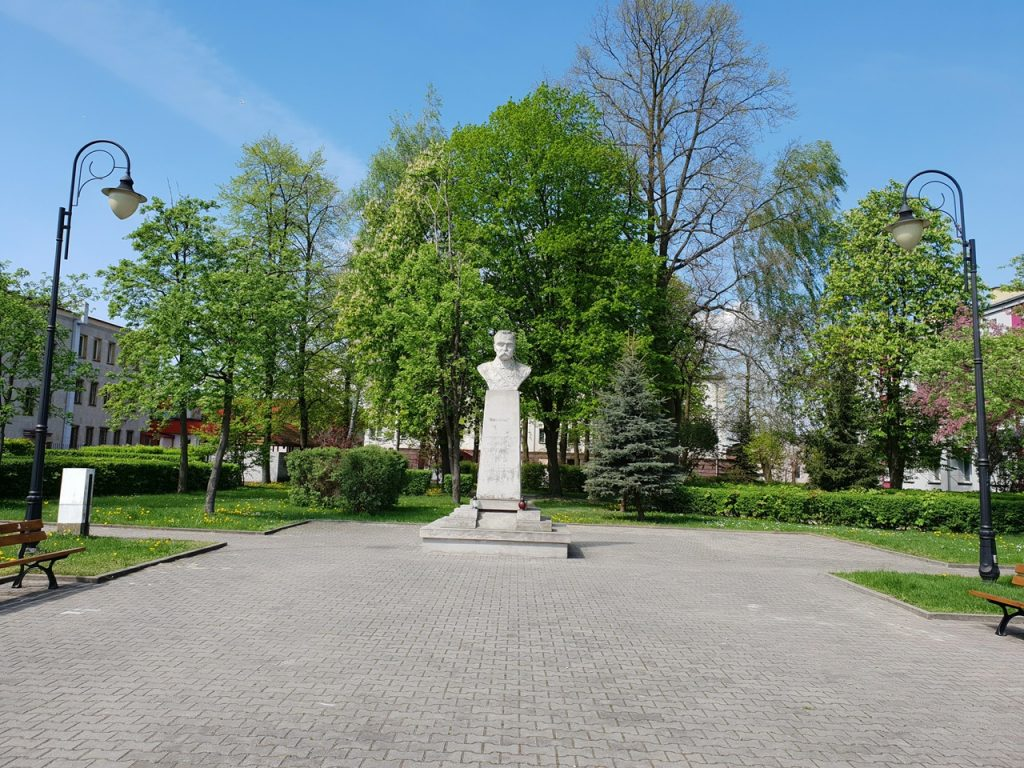 pomnikmarszalek1