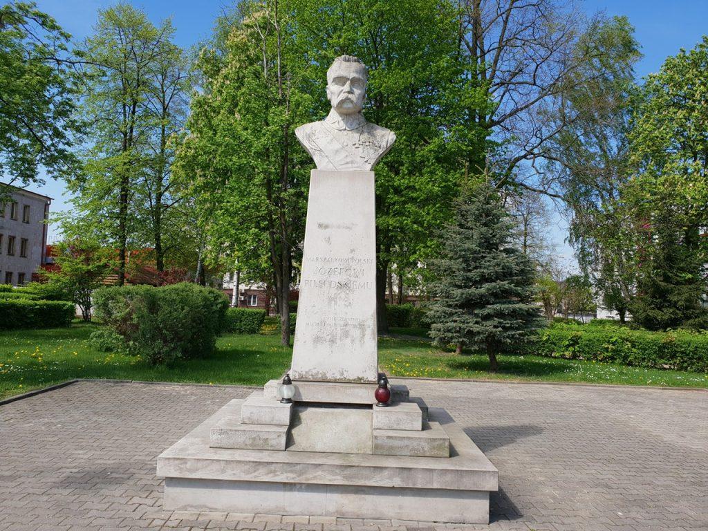 pomnikmarszalek3