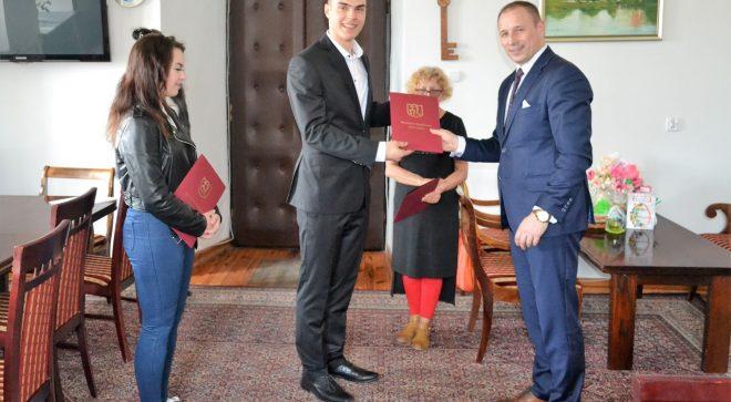 Burmistrz Szydłowca wyróżnił młodych aktorów