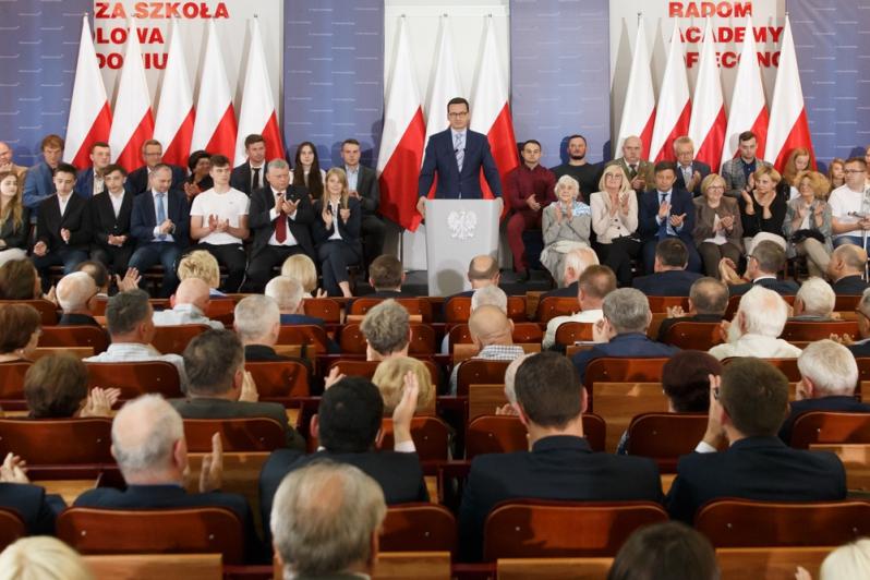 """Premier Mateusz Morawiecki: """"Powiat Szydłowiecki będzie specjalną strefą ekonomiczną"""""""