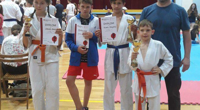 Trzy medale młodych karateków!