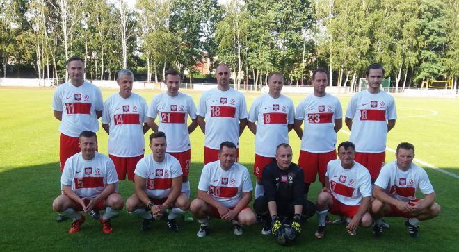 Samorządowcy zagrali w piłkę nożną z księżmi