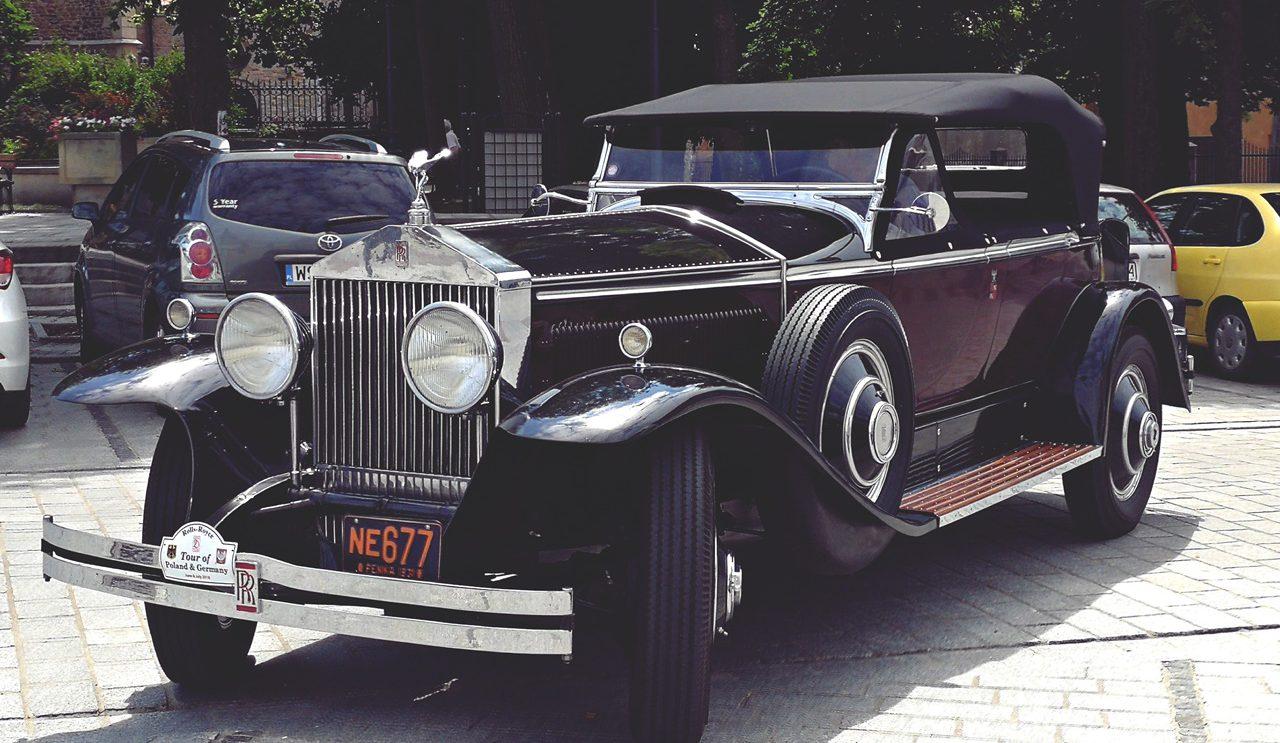 Zabytkowe  Rolls-Royce'y z klubu 20-Ghost Club przyjechały do Szydłowca