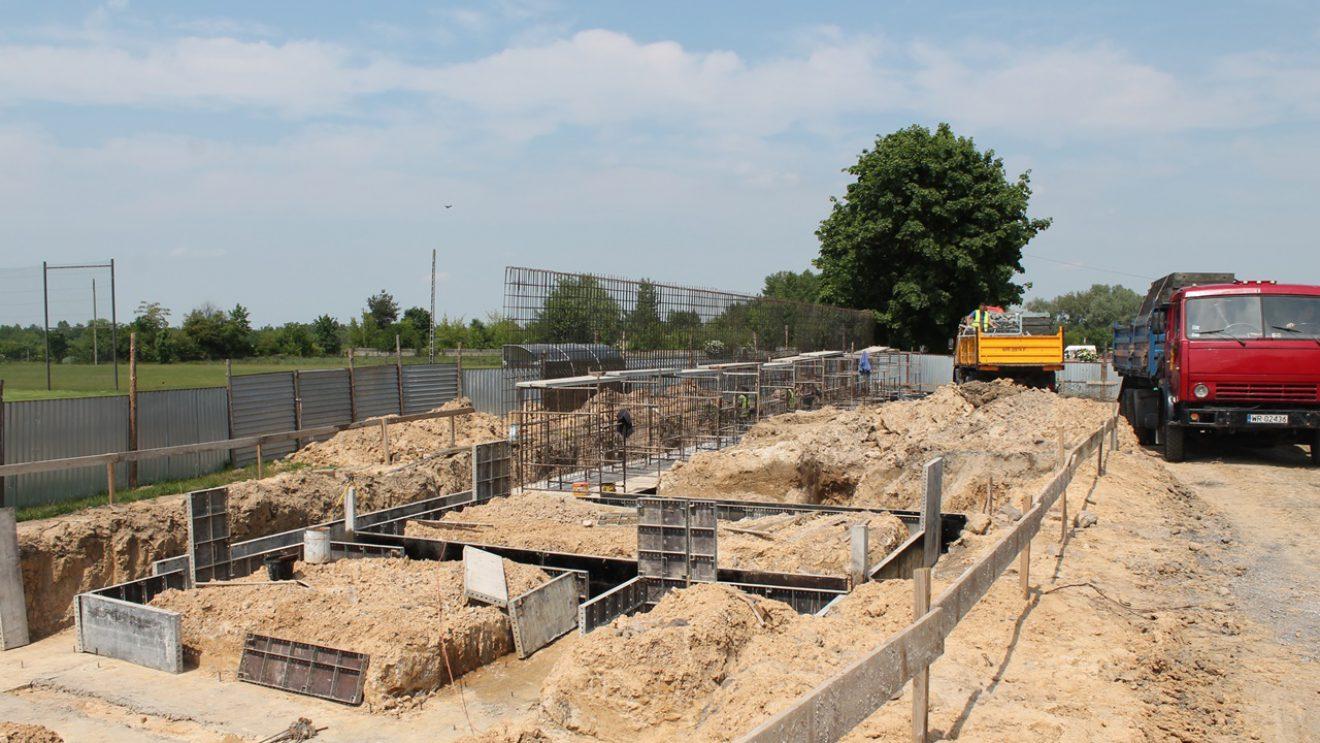 """Trwają pracy przy budowie zaplecza stadionu """"Szydłowianki"""""""