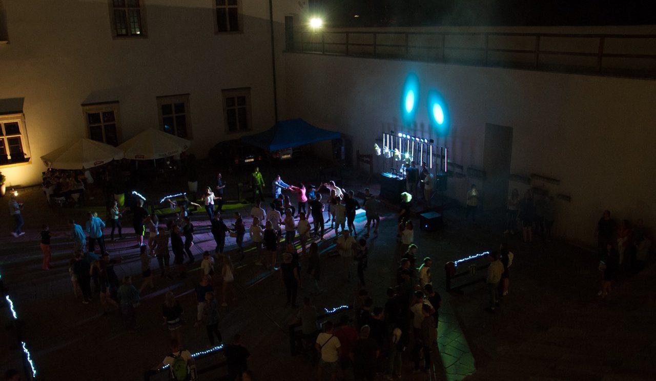 Dance Party pod gwiazdami!