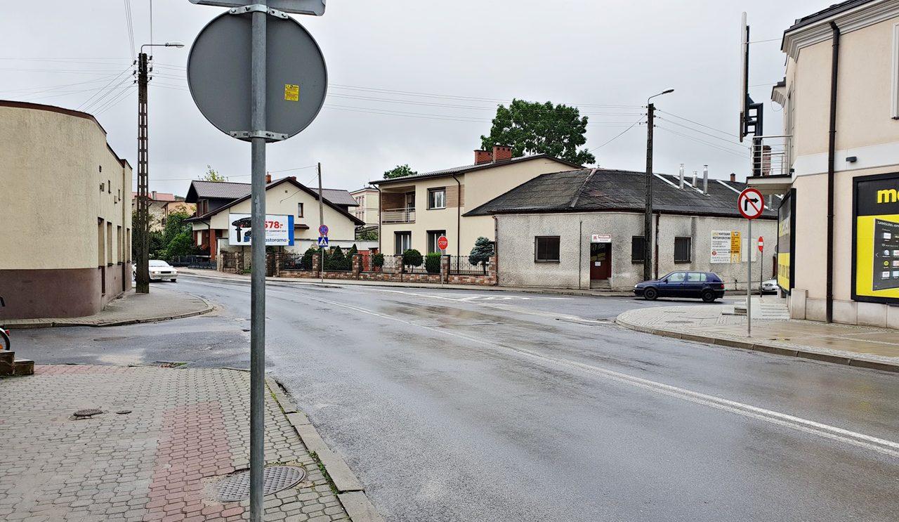 Niebezpieczny punkt na ulicy Kościuszki. Mieszkańcy proszą o pomoc.