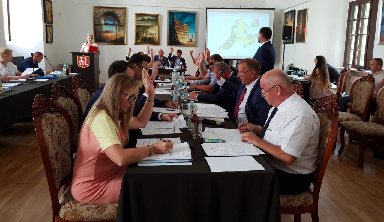 Podczas nadzwyczajnej sesji uchwalili plan zagospodarowania i zasady sprzedaży alkoholu