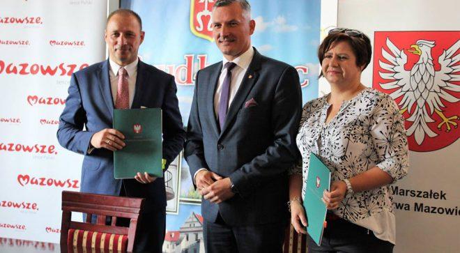 Umowa na przekazanie 800 tysięcy złotych podpisana!