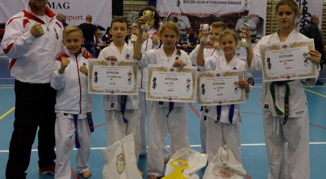 4 medale szydłowieckich karateków!