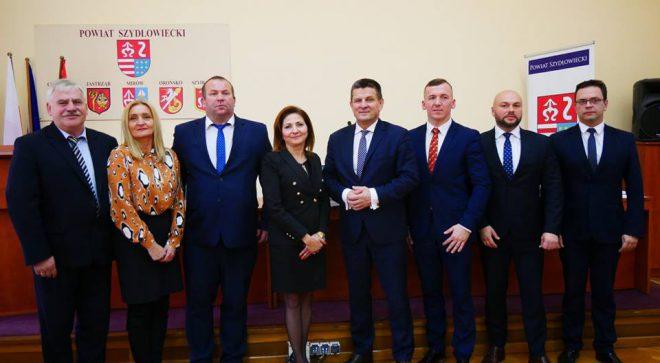 Sesja Rady Powiatu. Radni wybrali starostę, wicestarostę, zarząd i prezydium.