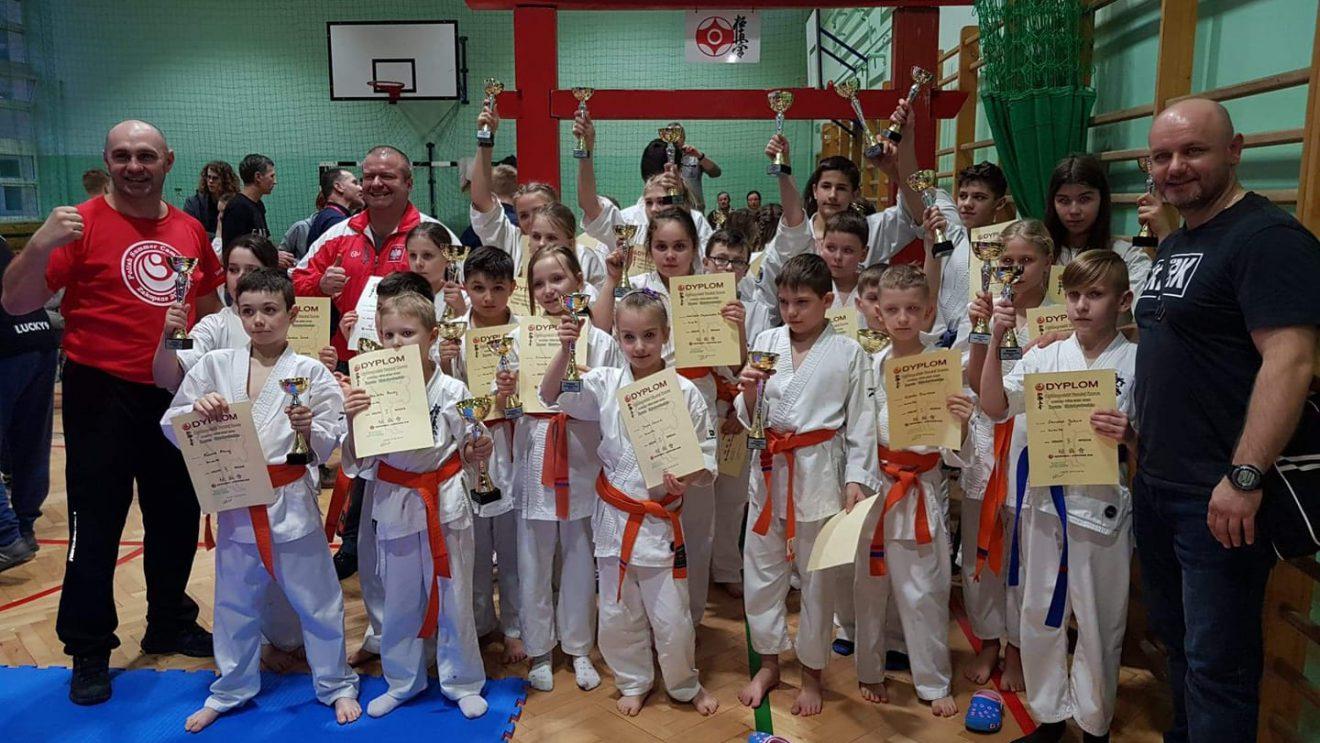 Worek złota dla szydłowieckich karateków!