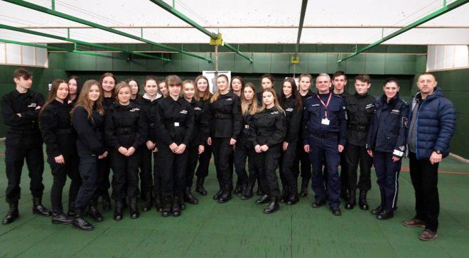 Młodzież z Szydłowca z wizytą w Komendzie Wojewódzkiej Policji