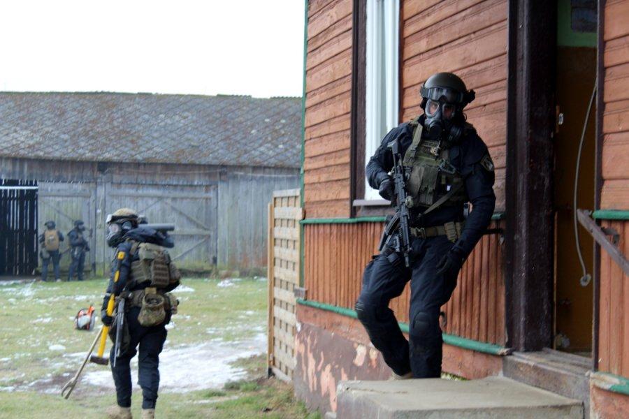 """Policja zlikwidowała """"fabrykę narkotyków"""" w Omięcinie w gminie Szydłowiec!!!"""