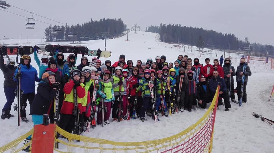 Młodzież z Szydłowca na nartach w Poroninie