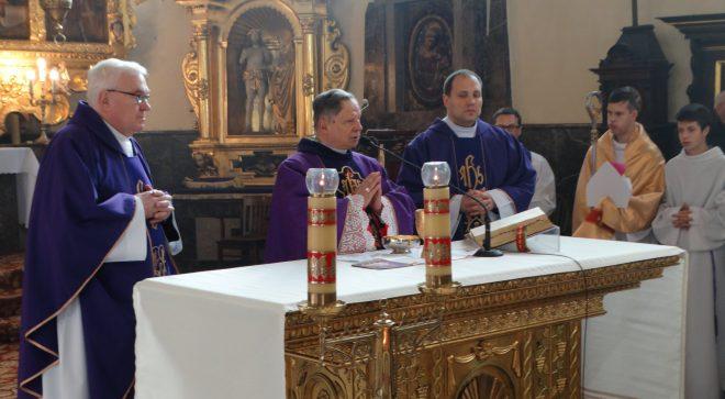 Biskup radomski z wizytą kanoniczną w szydłowieckiej parafii św. Zygmunta