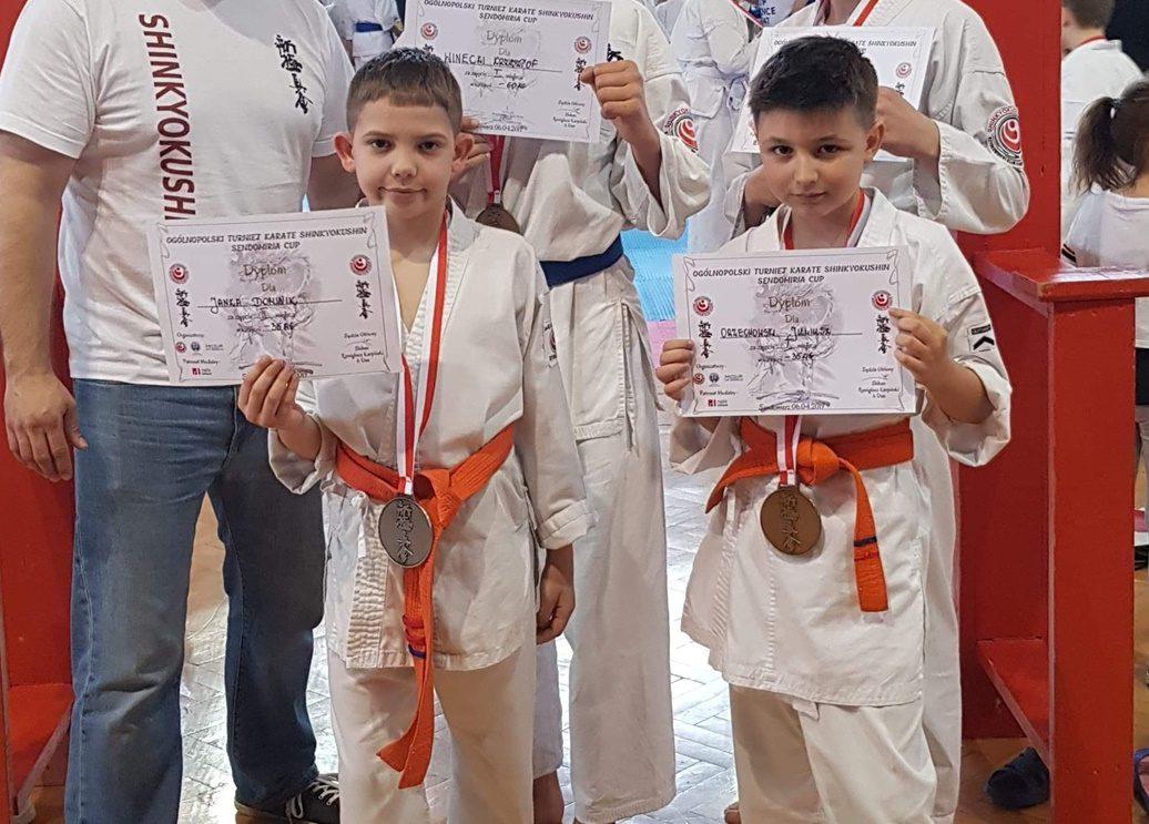 Cztery medale karateków z Szydłowca