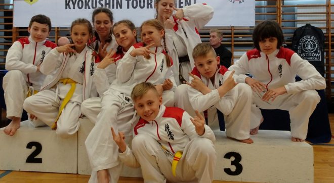 8 medali karateków