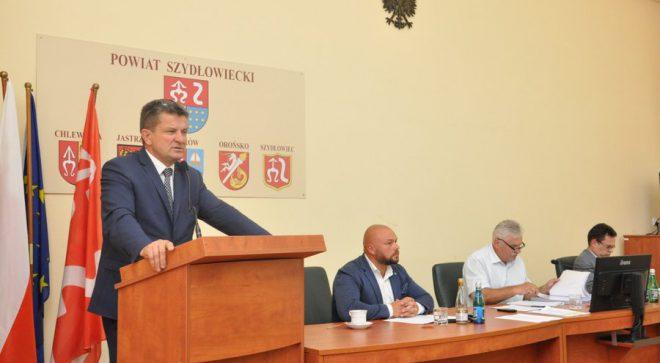 Żywiołowa sesja Rady Powiatu. Starosta szydłowiecki z wotum zaufania.