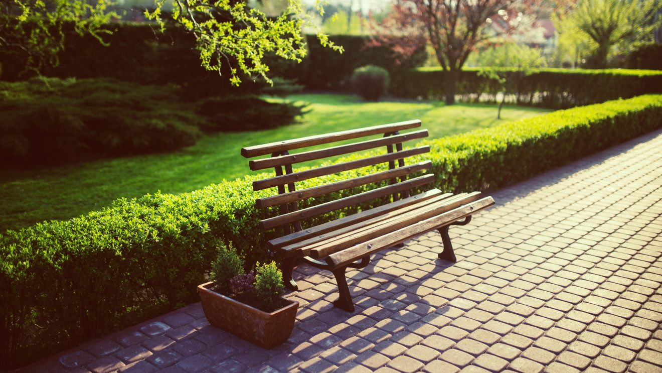 Jakie ławki wybrać do parku?