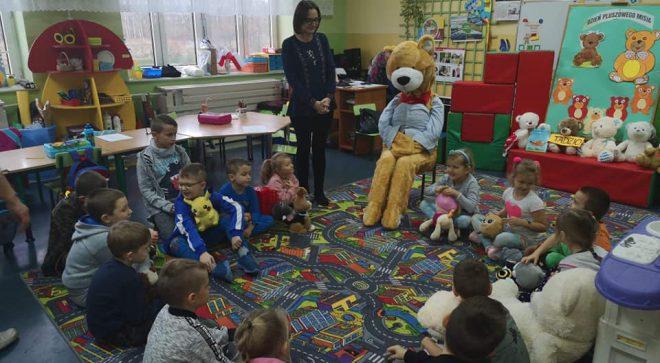 Miś Tadzio odwiedził dzieci w Sadku