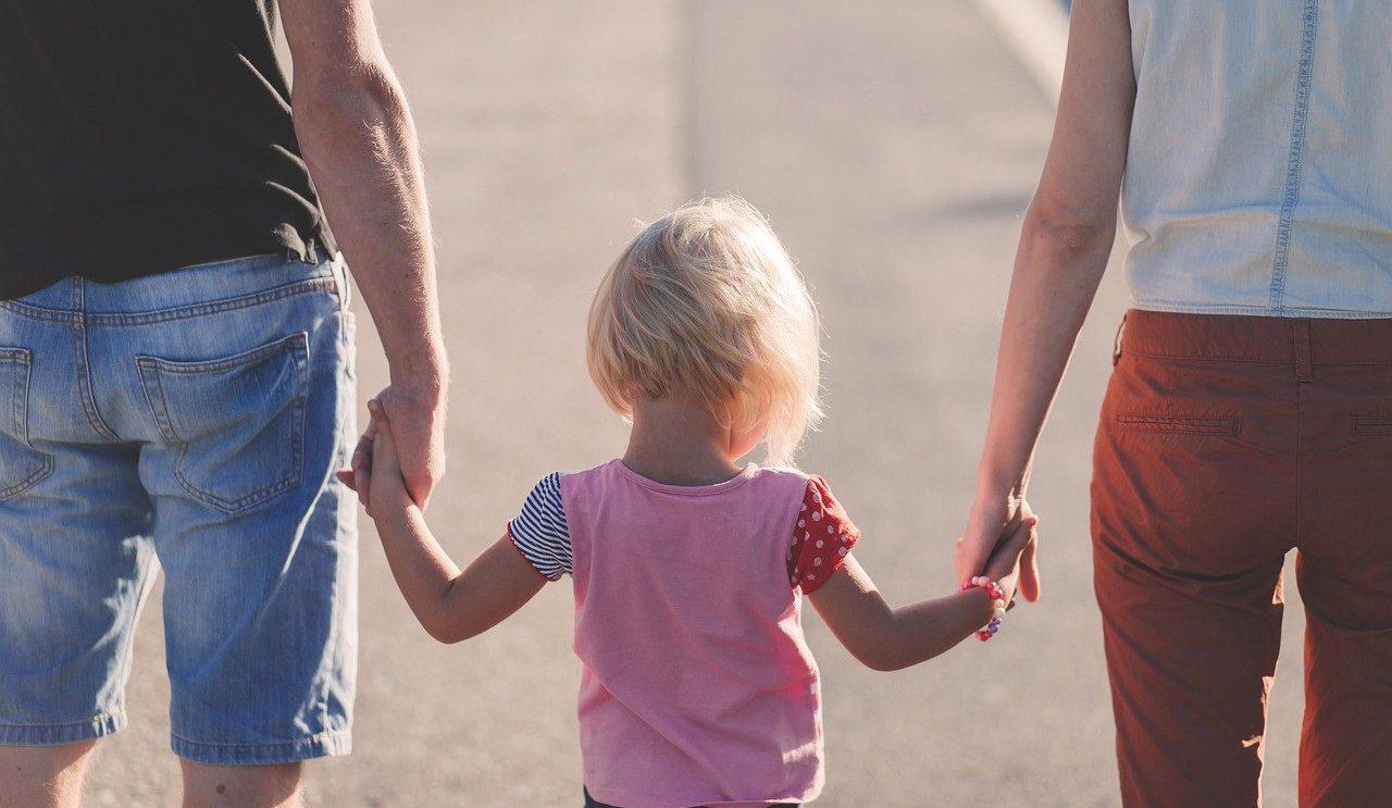 Ograniczenie władzy rodzicielskiej, zawieszenie władzy rodzicielskiej i pozbawienie władzy rodzicielskiej.