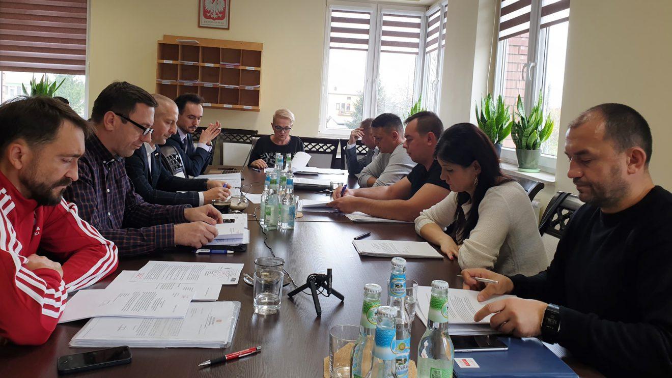 Komisja doraźna debatowała na temat ewentualnego odwołania pięciu radnych