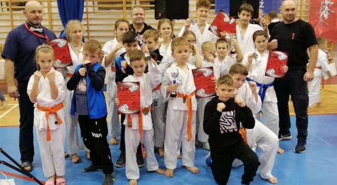 """Strzał w """"10"""" karateków z Akademii Karate"""