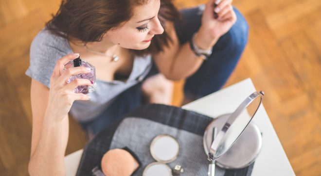 Zadbaj o najdelikatniejszy obszar swojej skóry – kremy pod oczy