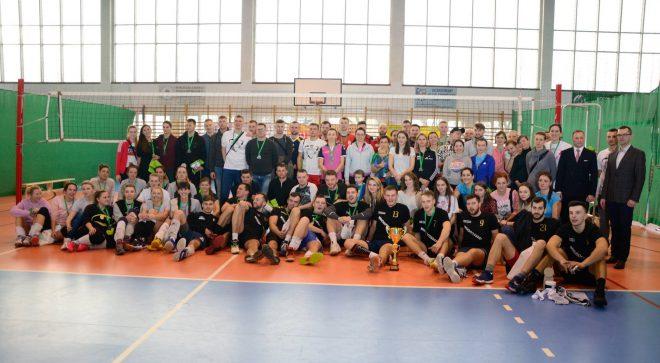 Znów spotkają się pod siatką czyli Ogólnopolski Turniej Siatkówki Kobiet i Mężczyzn w Szydłowcu