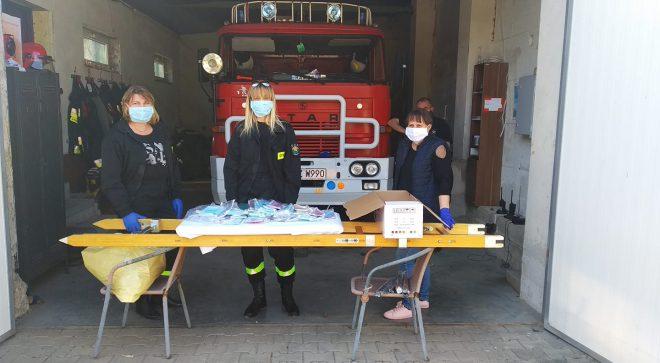 Mieszkańcy gminy Jastrząb zaopatrzeni w maseczki ochronne