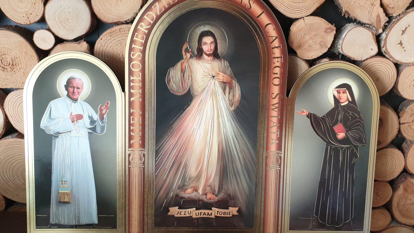 """Życzenia i prezent od kapłanów dla portalu """"Nasz Szydłowiec"""""""