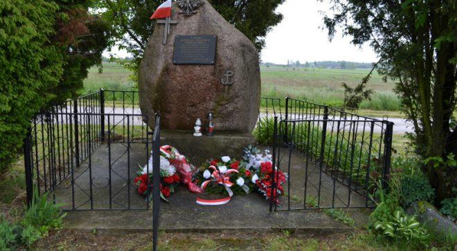 """76 rocznica bohaterskiej śmierci żołnierzy AK z oddziałów """"Roberta"""" i """"Rozłoga"""""""
